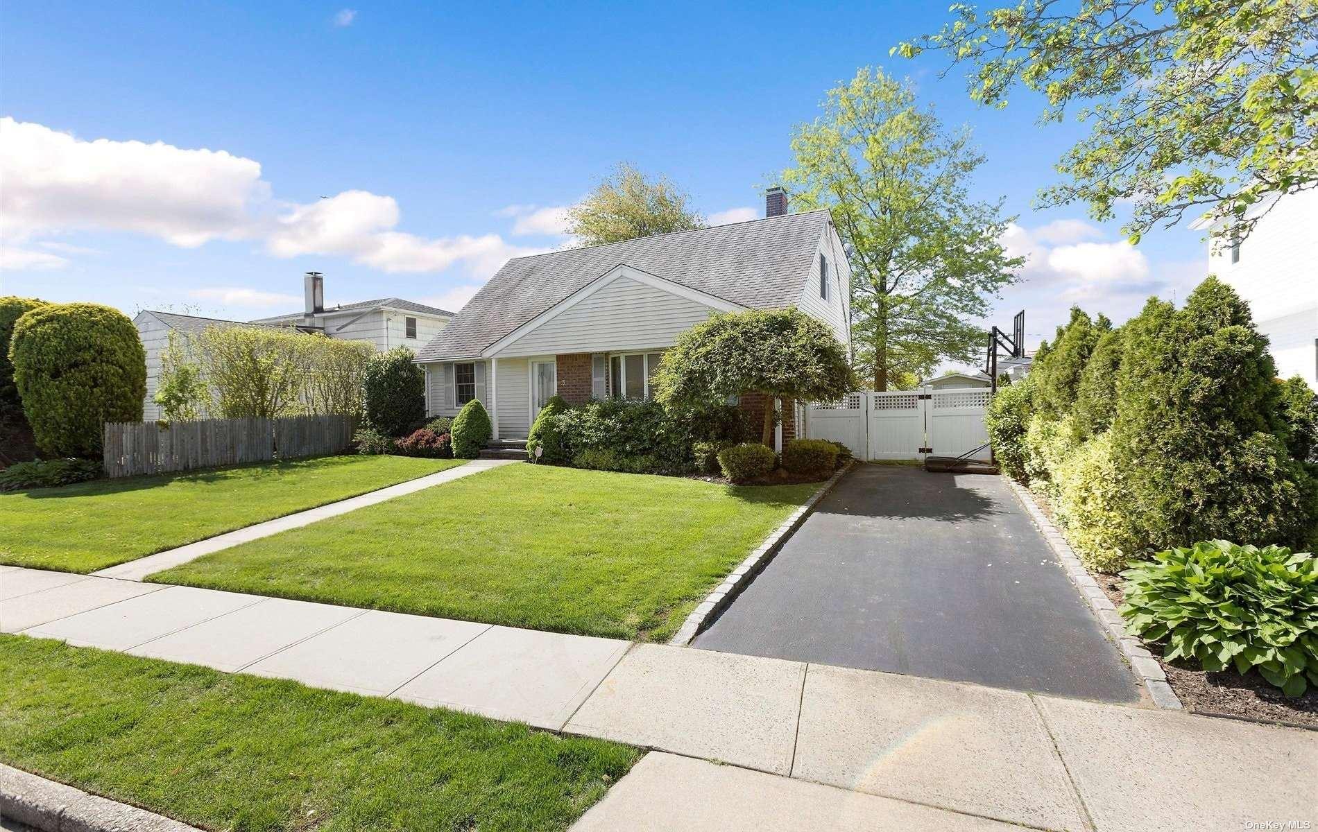 5 Normandy Drive, Bethpage, NY 11714 - MLS#: 3311100