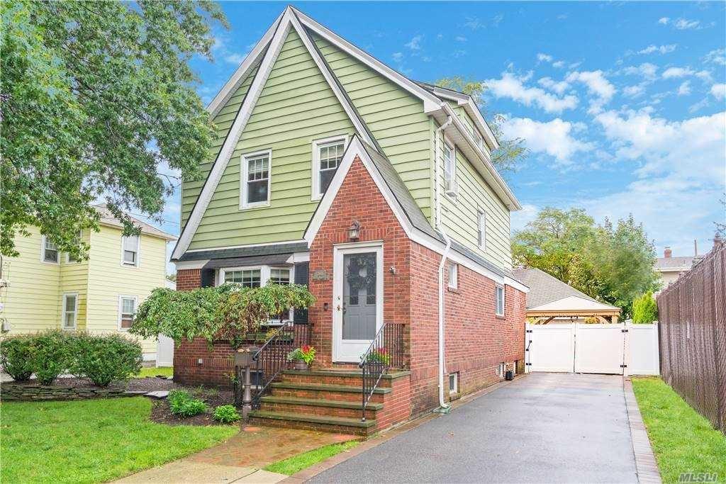 301 S 9th Street, New Hyde Park, NY 11040 - MLS#: 3263103