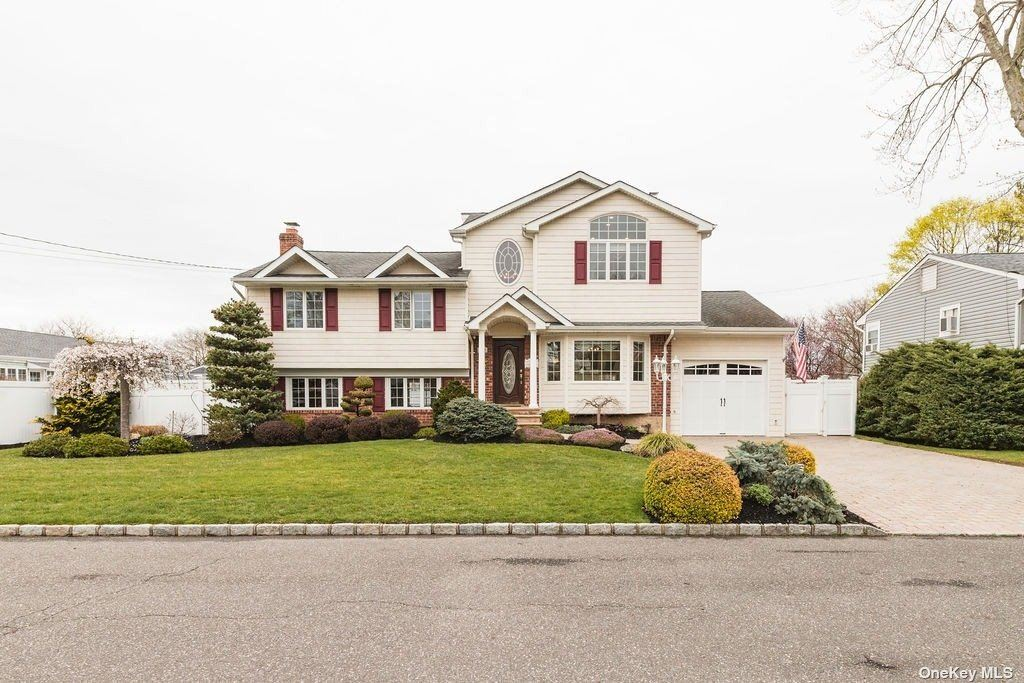 23 La Grange, West Islip, NY 11795 - MLS#: 3303103