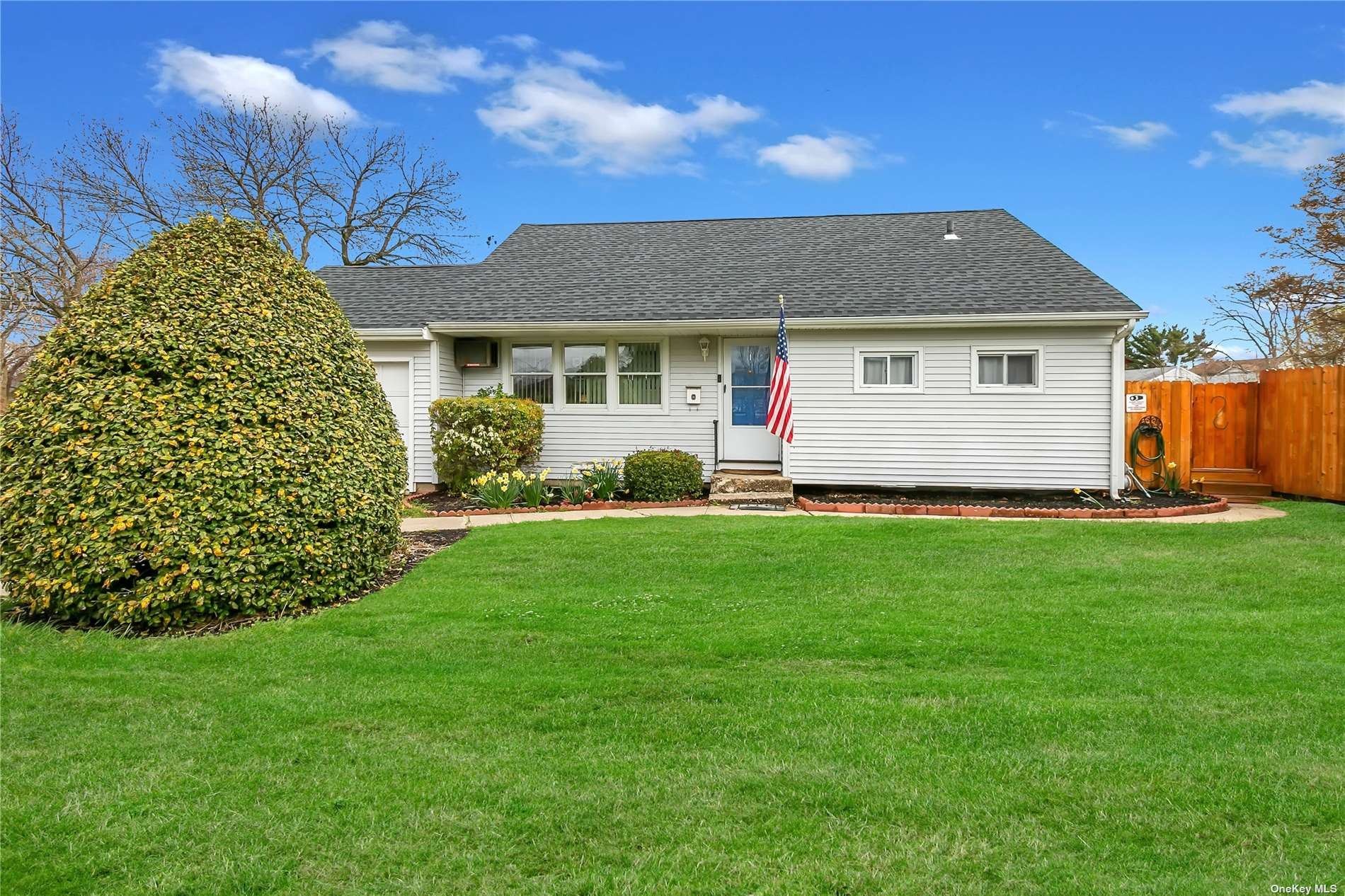 1 Fir Place, Brentwood, NY 11717 - MLS#: 3300106