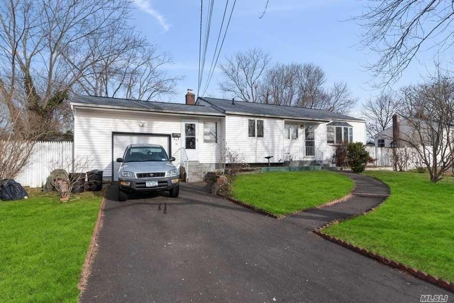 15 E Sycamore Street, Central Islip, NY 11722 - MLS#: 3193109