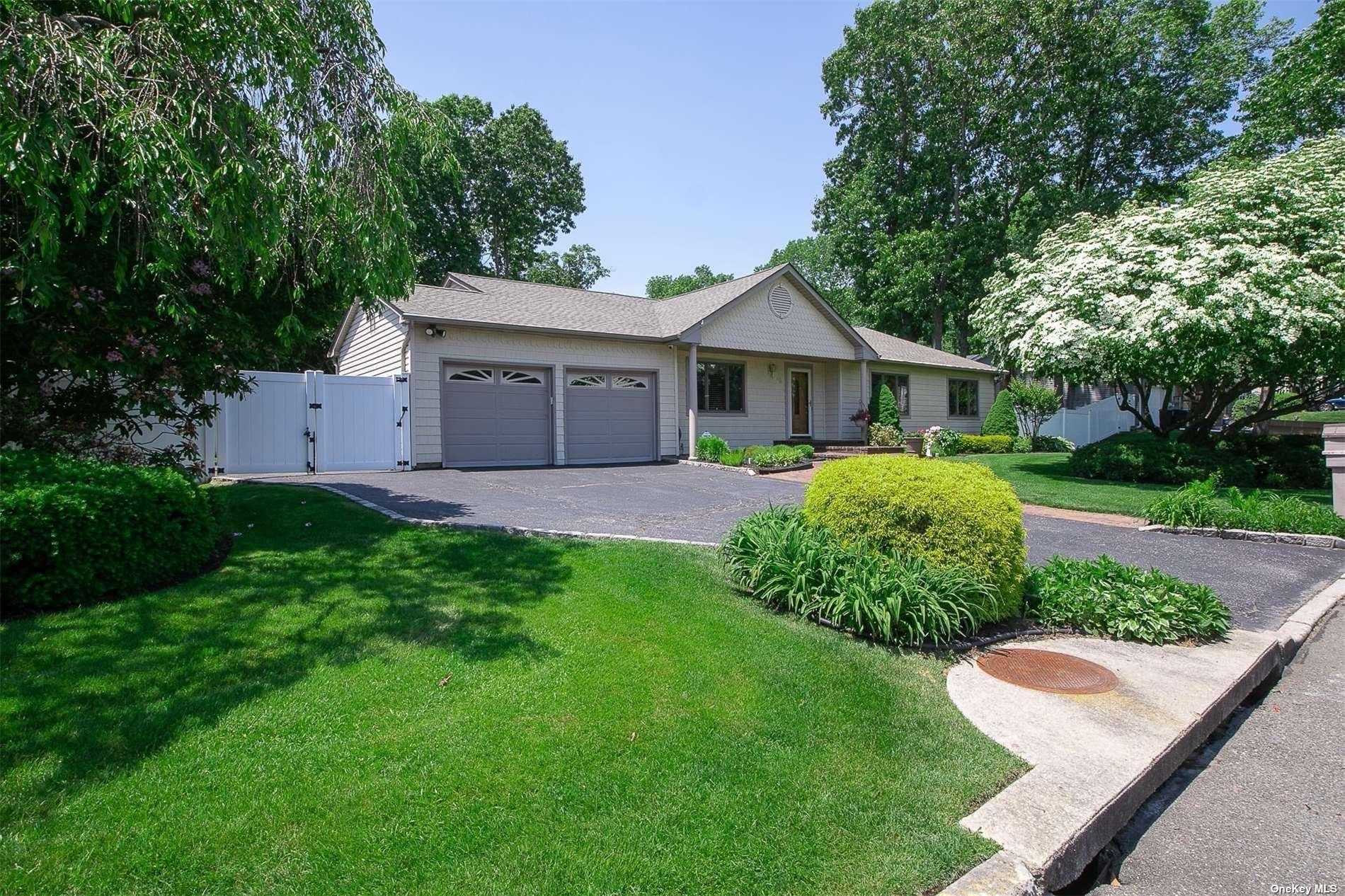 63 Cedar Ridge Lane, Dix Hills, NY 11746 - MLS#: 3319114