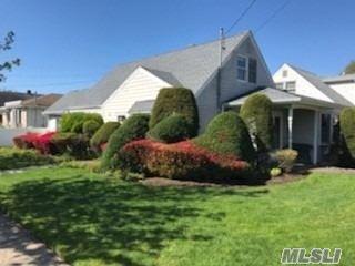 28 Oak Street, Hicksville, NY 11801 - MLS#: 3214124