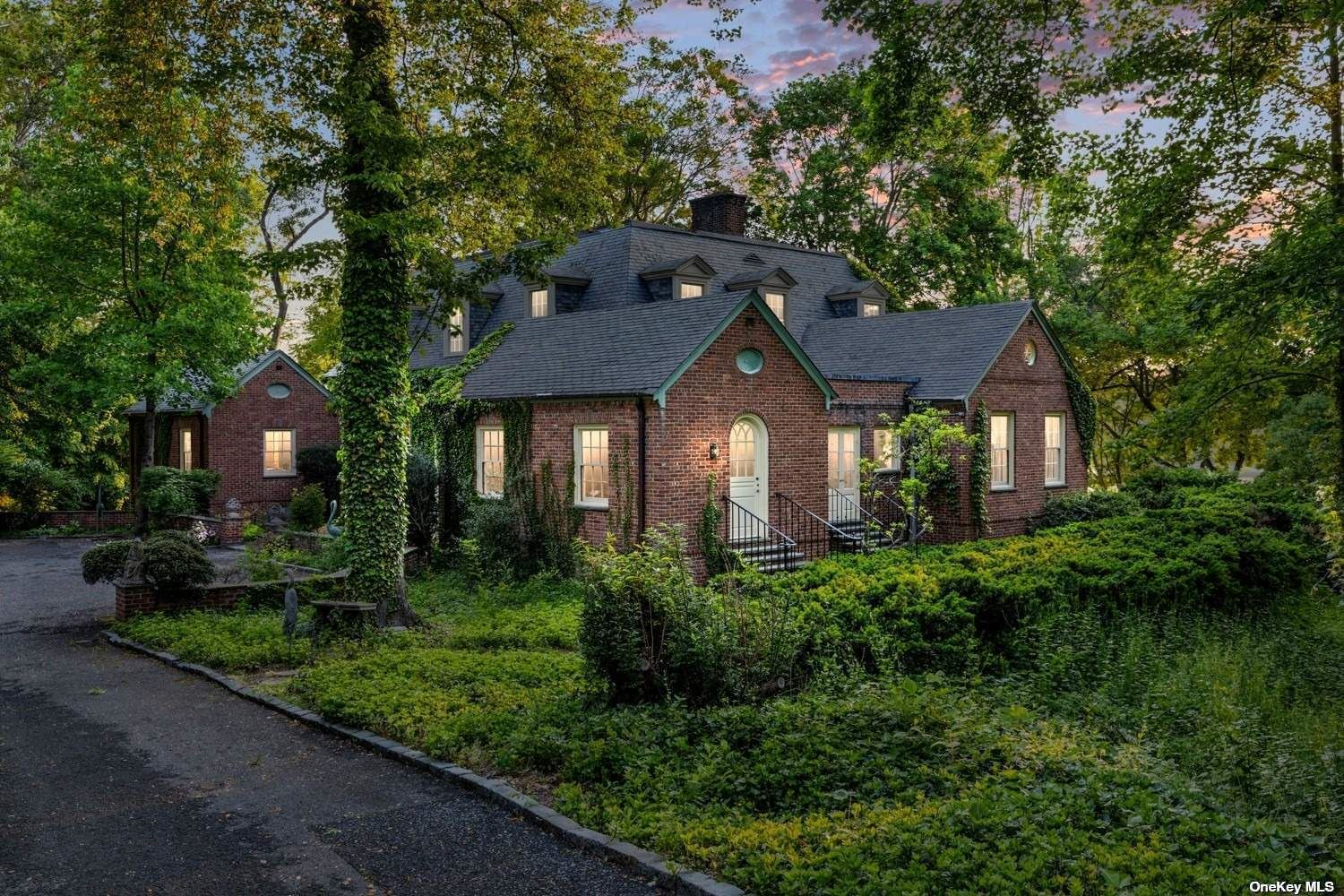 Photo of 30 Cove Woods Road, Oyster Bay Cove, NY 11771 (MLS # 3269124)