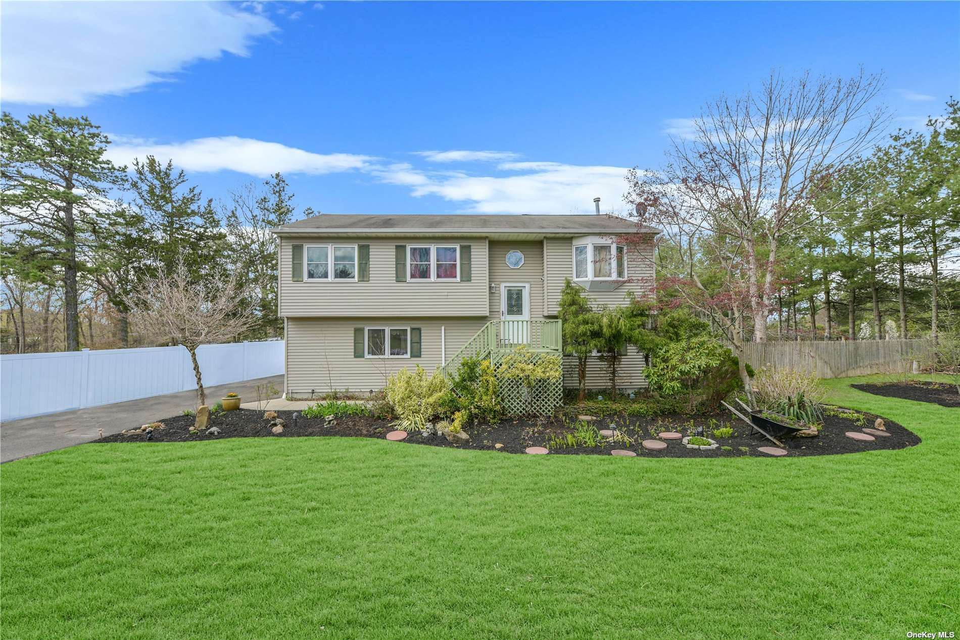 10 Heather Court, Middle Island, NY 11953 - MLS#: 3303129