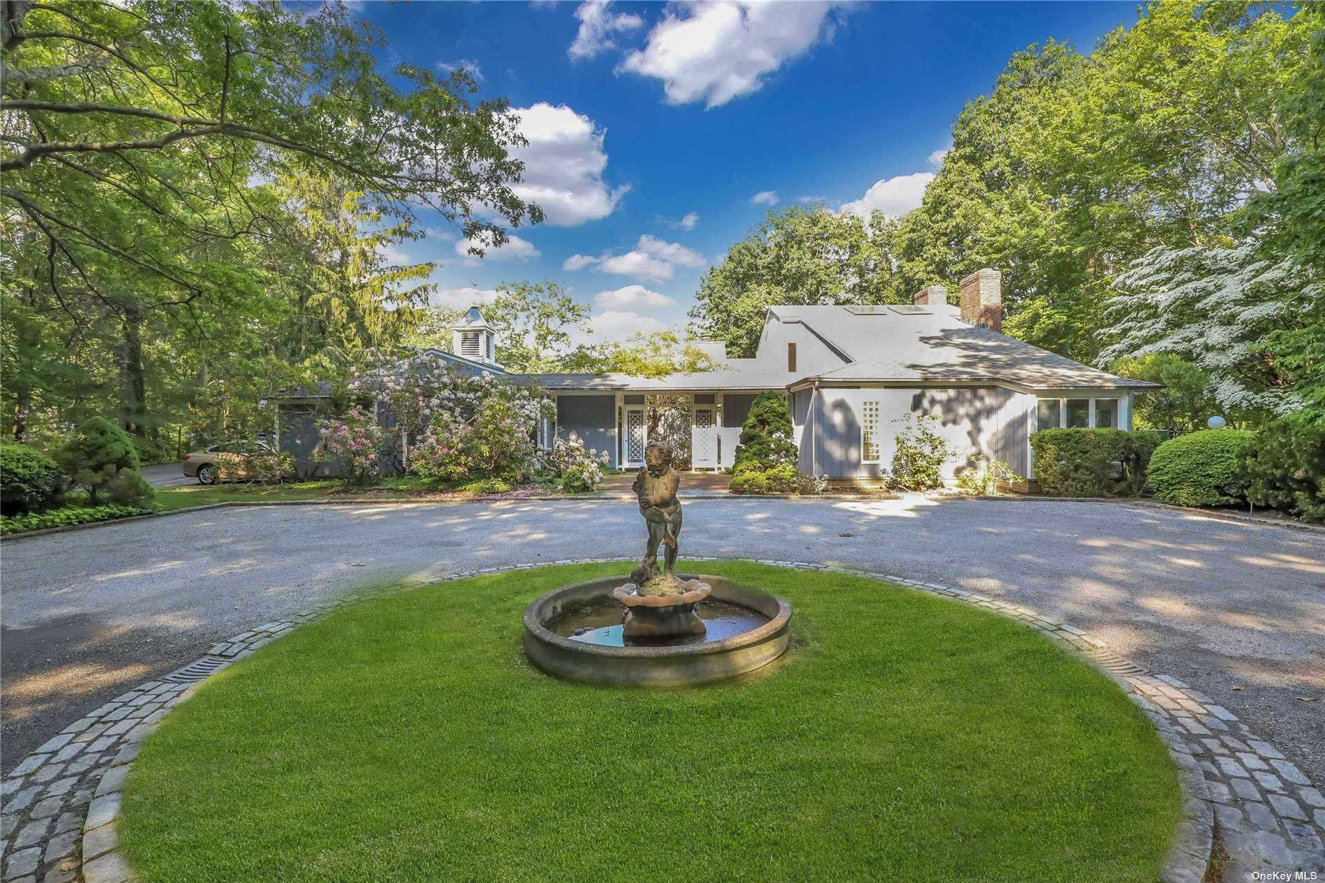 Photo of 5 Tennis Court Road, Oyster Bay, NY 11771 (MLS # 3318129)