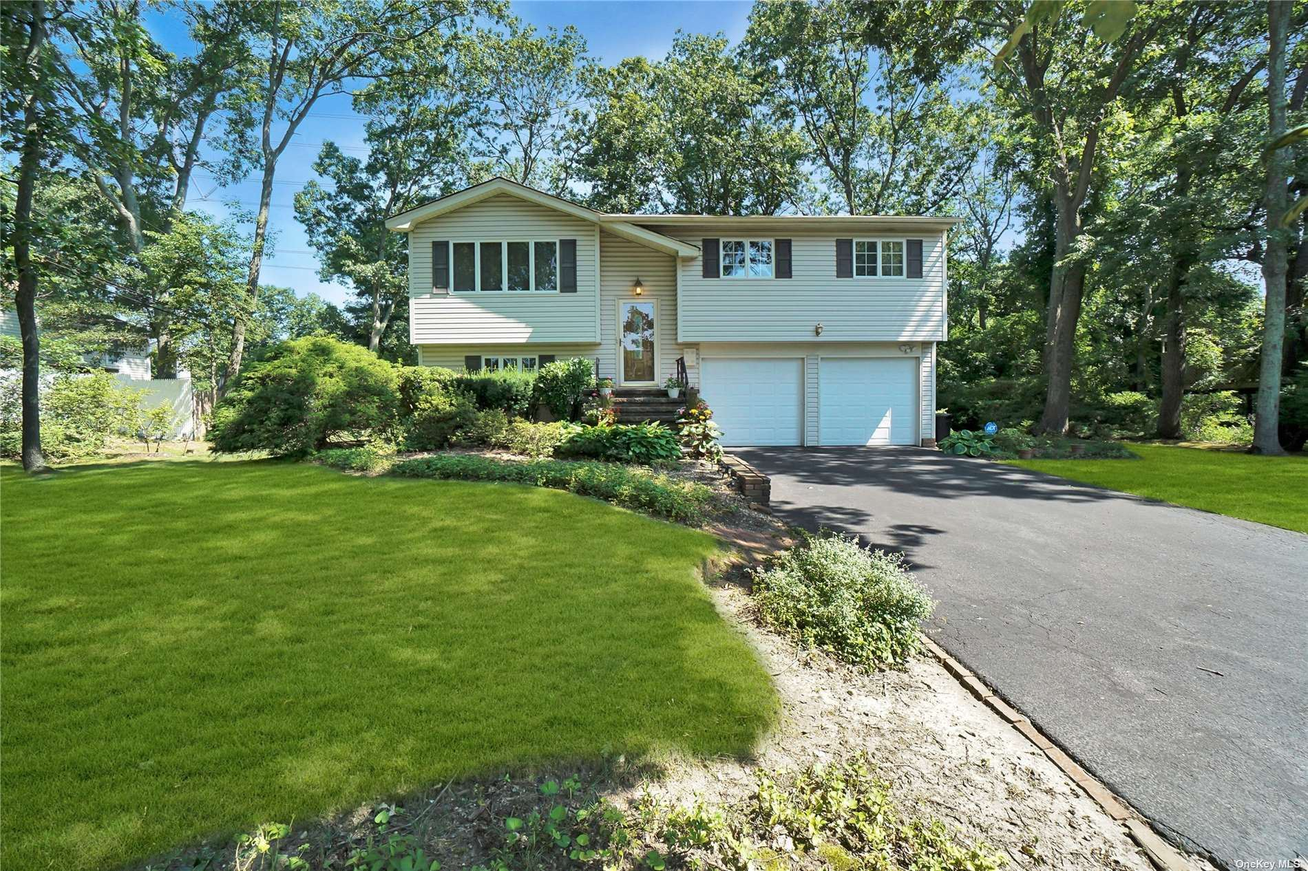25 Sunflower Drive, Hauppauge, NY 11788 - MLS#: 3335129
