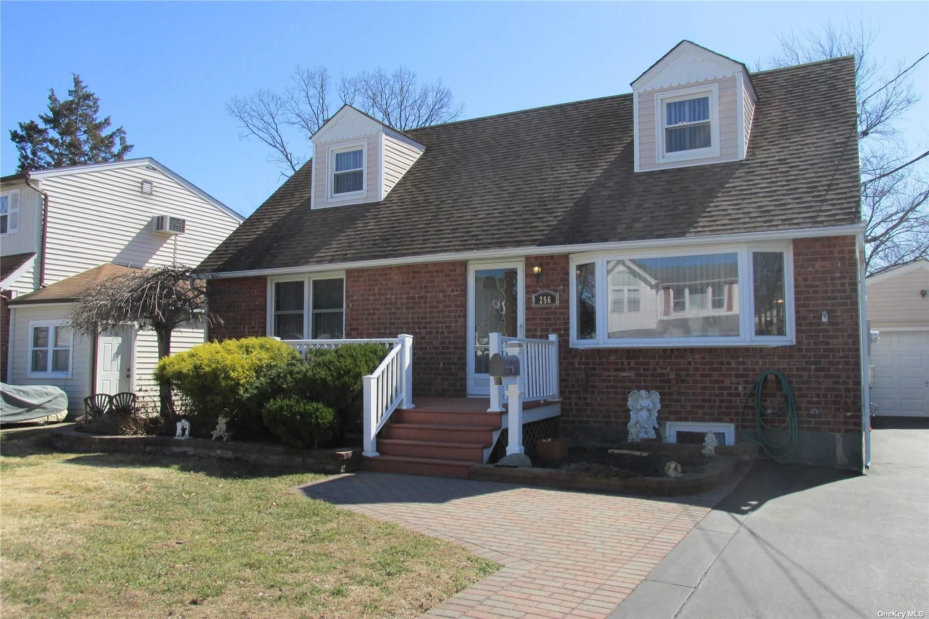 256 N Walnut Street, Massapequa, NY 11758 - MLS#: 3275131