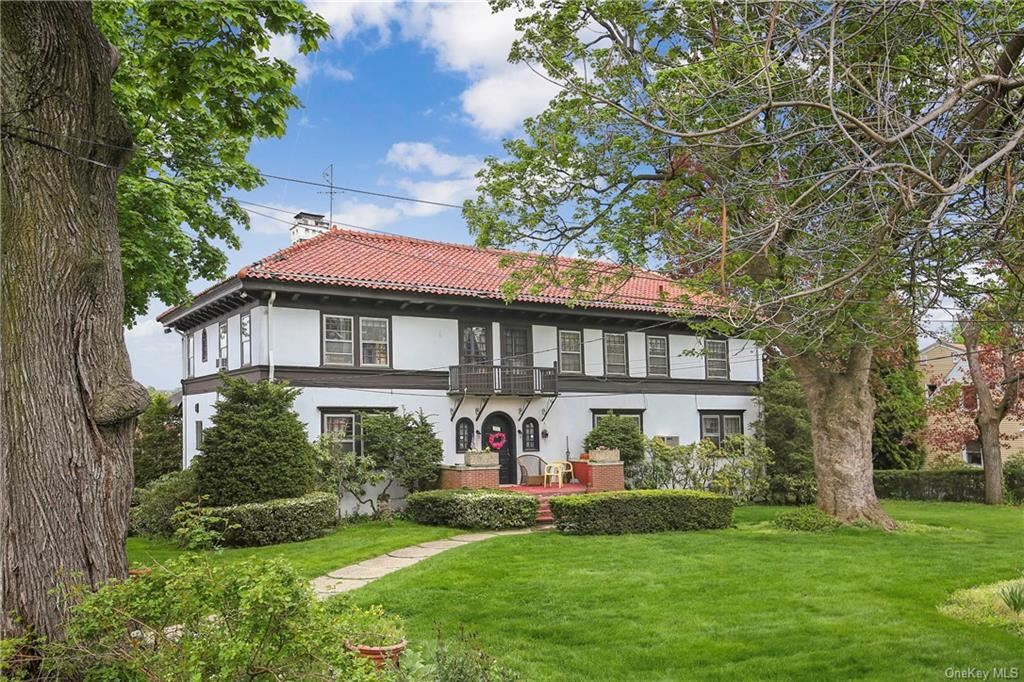 Photo of 149 Old Mamaroneck Road, White Plains, NY 10605 (MLS # H6114132)