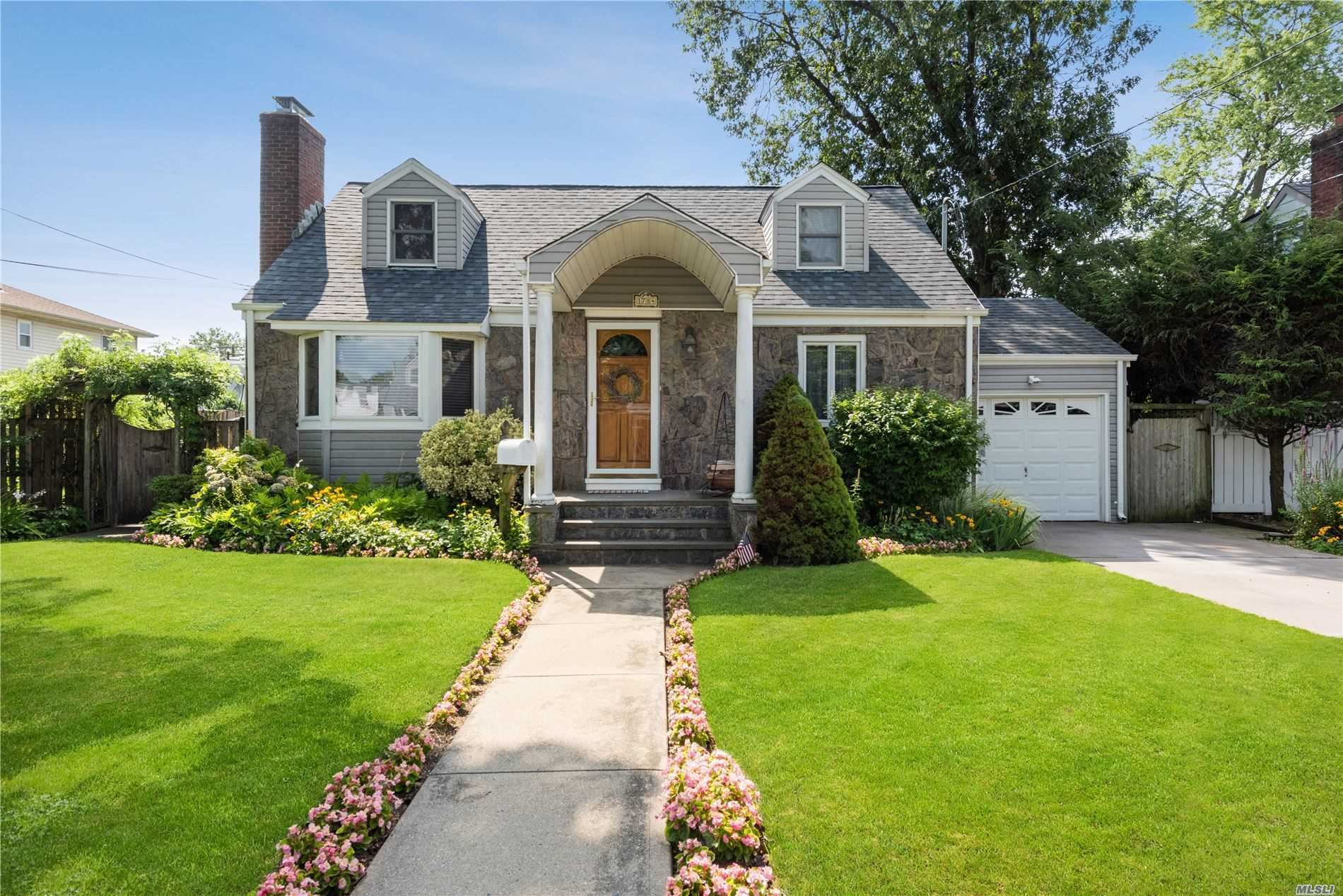 1784 Grant, East Meadow, NY 11554 - MLS#: 3238133
