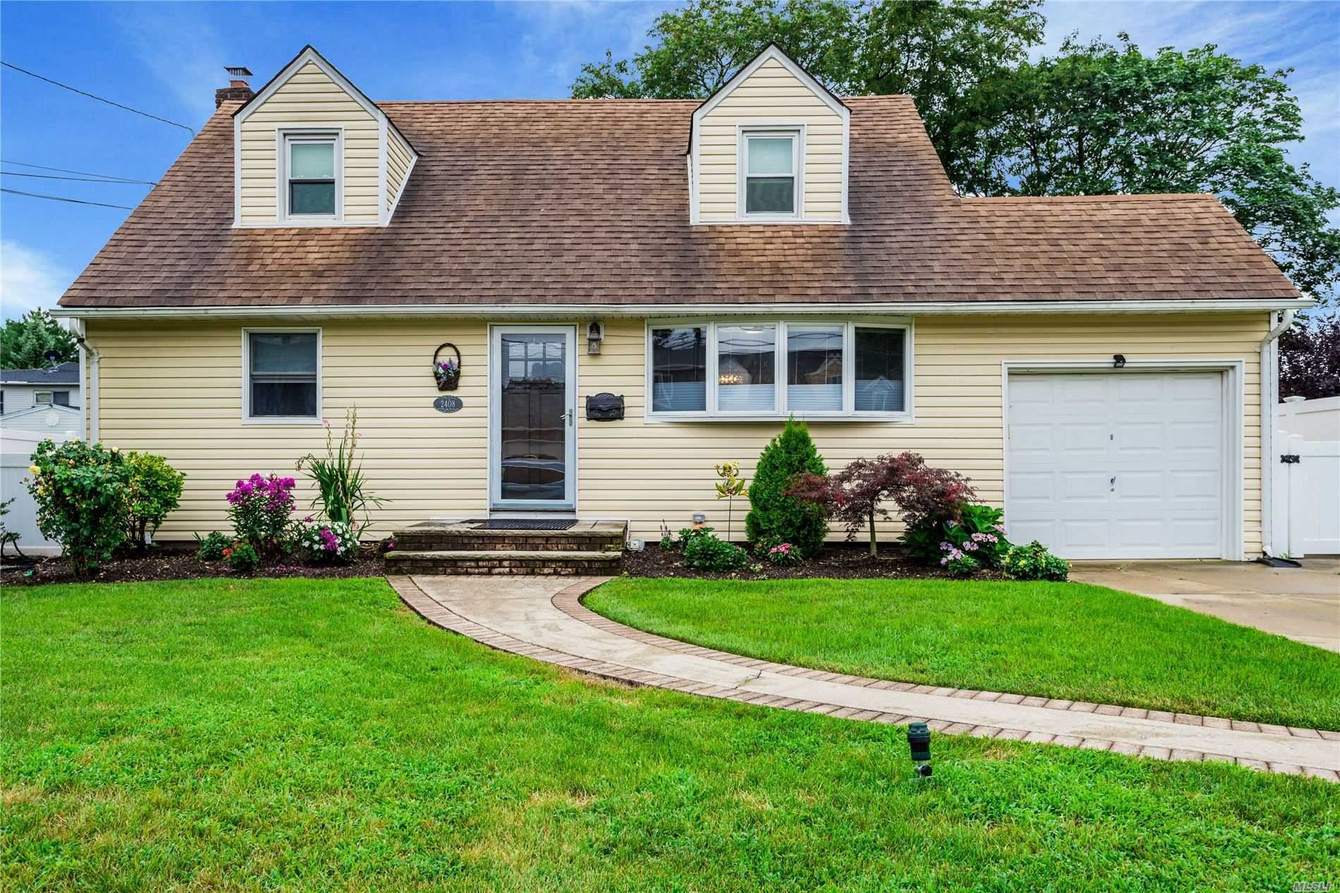 2408 Gladmore St, East Meadow, NY 11554 - MLS#: 3239135