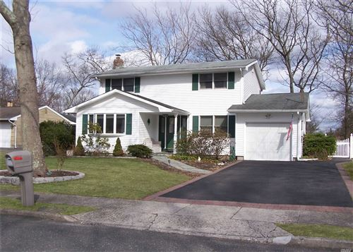 Photo of 21 Valley Street, Ronkonkoma, Ny 11779 (MLS # 3209139)