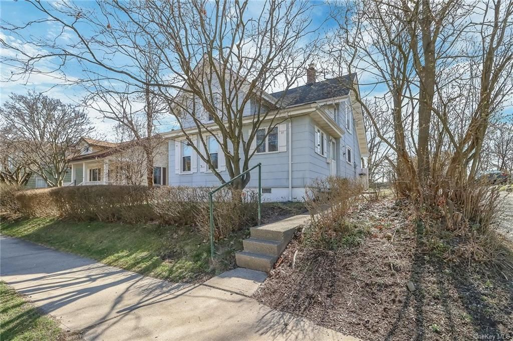 Photo of 31 Prospect Avenue, Goshen, NY 10924 (MLS # H6105141)