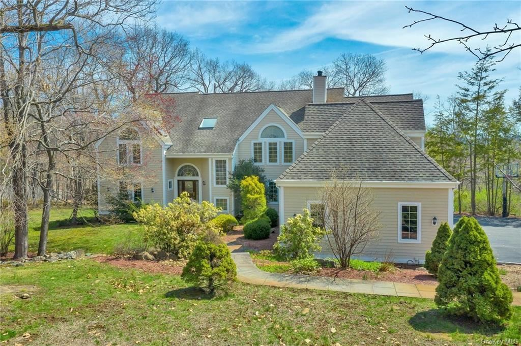 Photo of 27 Spring Hill Lane, Mount Kisco, NY 10549 (MLS # H6108141)