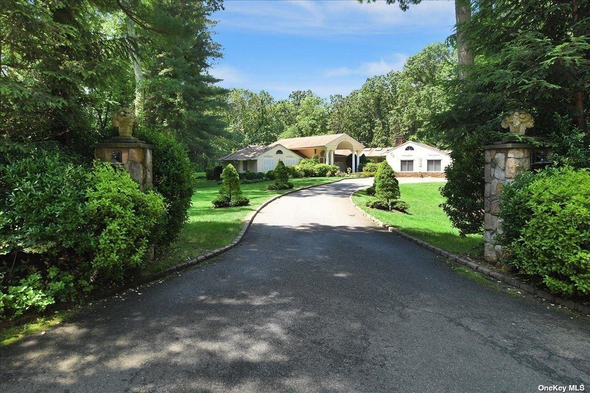 Photo of 1137 Cedar Ridge Road, Upper Brookville, NY 11771 (MLS # 3320146)