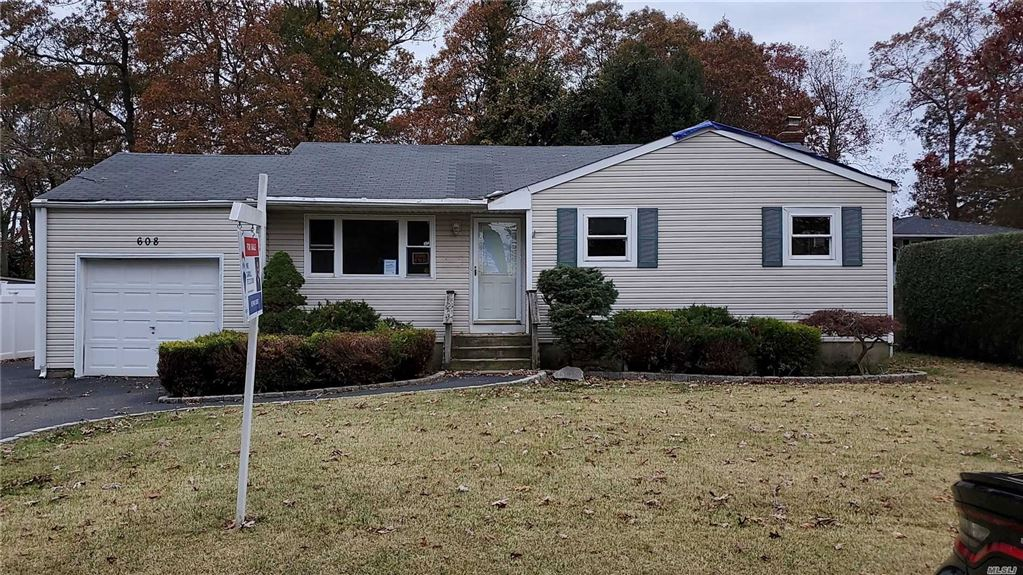 608 Thorn Street, N. Babylon, NY 11703 - MLS#: 3180149