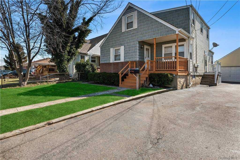 15 W Clearwater Road, Lindenhurst, NY 11757 - MLS#: 3292152