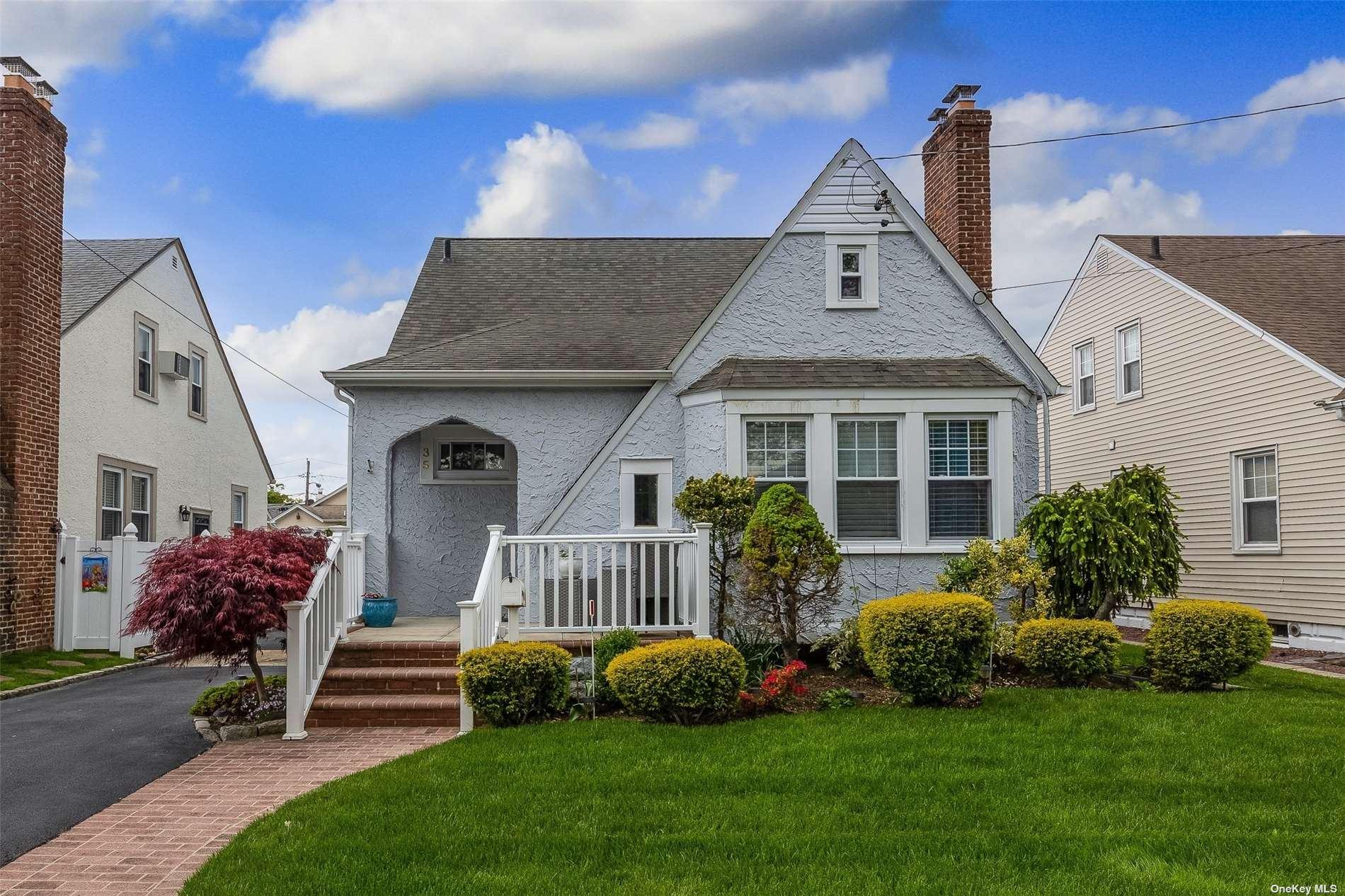 35 Devon Street, Malverne, NY 11565 - MLS#: 3312160