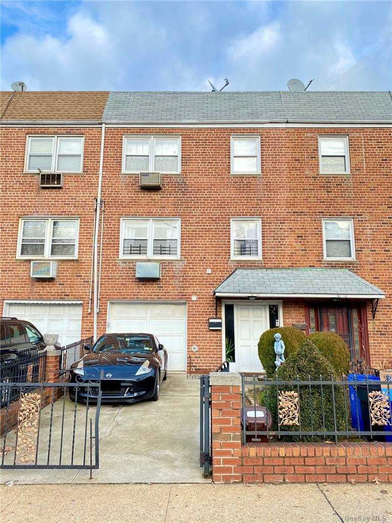 61-15 75th Street, Middle Village, NY 11379 - MLS#: 3291161