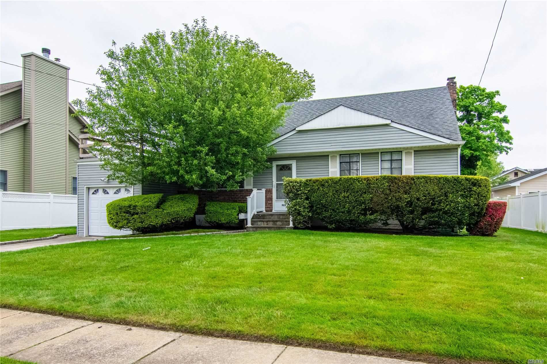 525 S Chicot Avenue, West Islip, NY 11795 - MLS#: 3217163