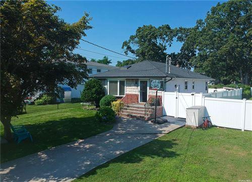 Photo of 1368 Richland Boulevard, Bay Shore, NY 11706 (MLS # 3334164)