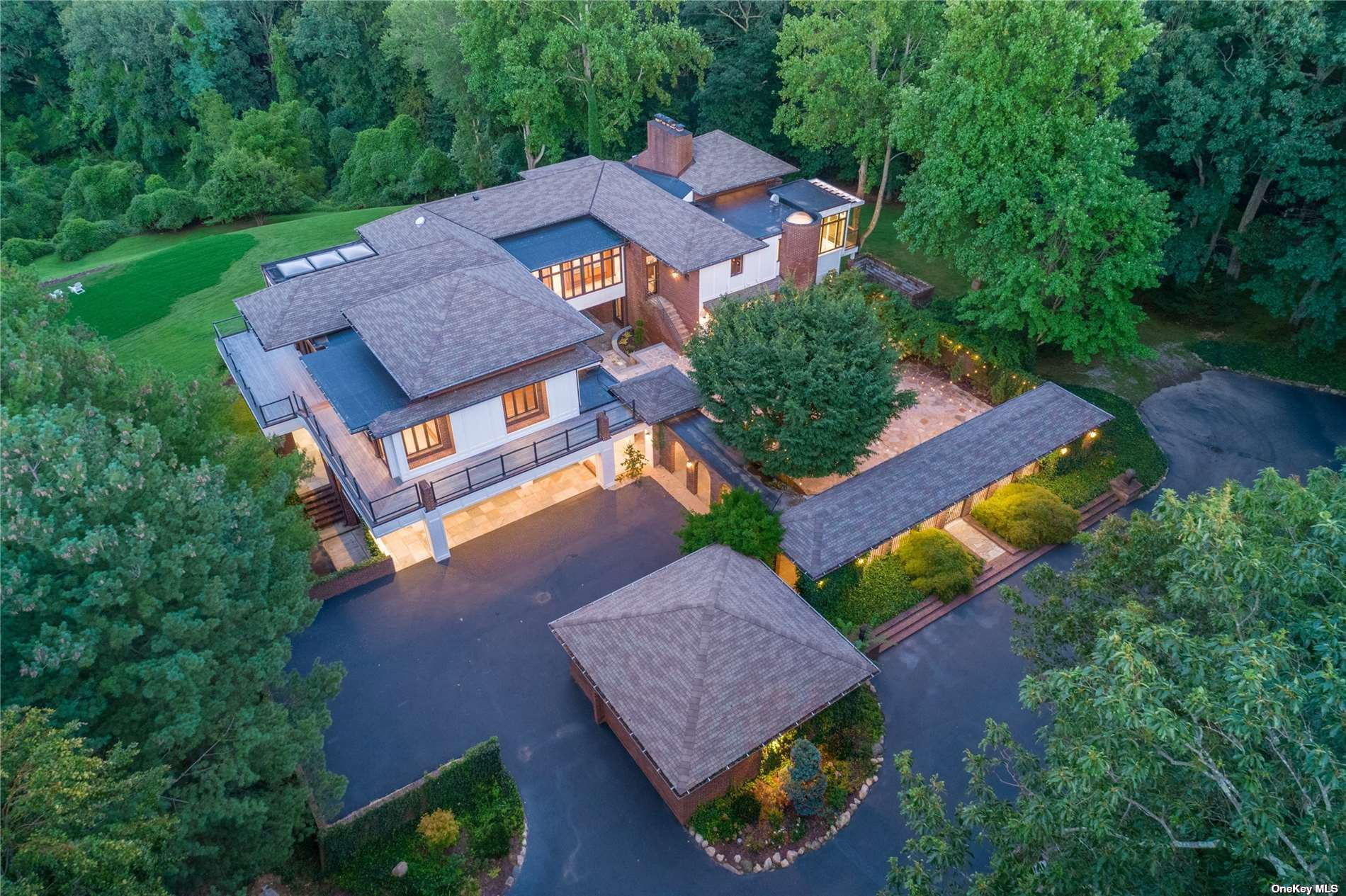 Photo of 235 Cleft Road, Mill Neck, NY 11765 (MLS # 3344165)