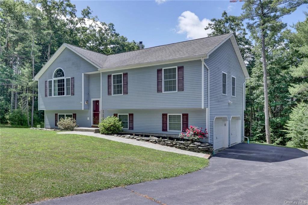 Photo of 4 Hickman Terrace, Wurtsboro, NY 12790 (MLS # H6028171)