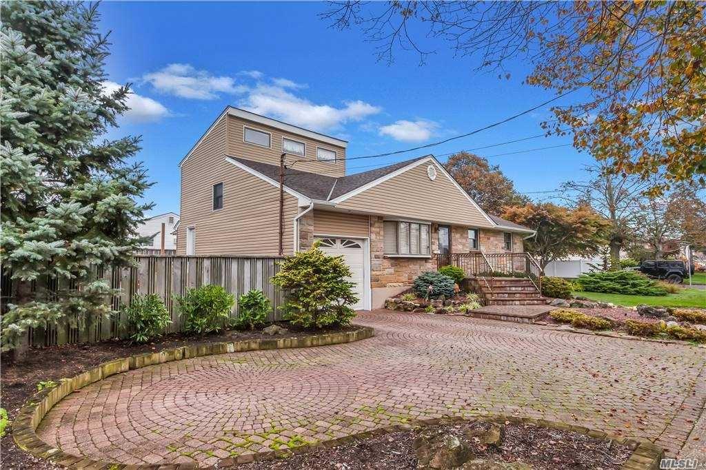 Photo of 2540 Bayview Avenue, Wantagh, NY 11793 (MLS # 3264176)