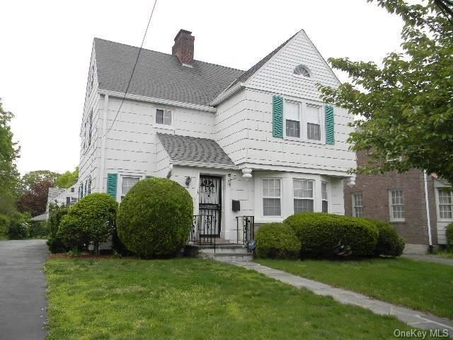Photo of 25 Fairfield Place, Yonkers, NY 10705 (MLS # H6114182)