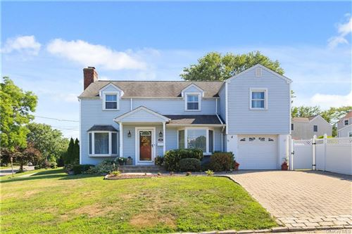 Photo of 200 Lincoln Avenue, Eastchester, NY 10709 (MLS # H6058190)