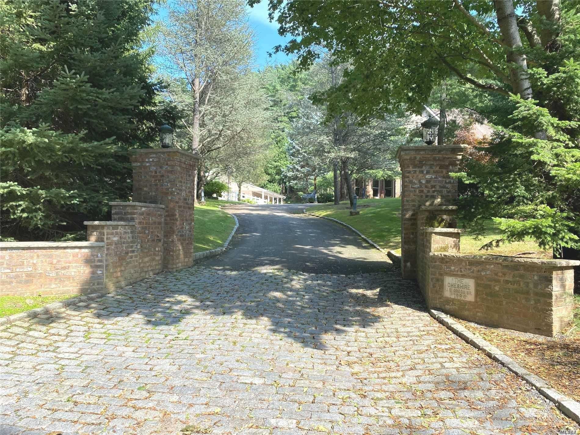 Photo of 99 White Oak Tree Road, Laurel Hollow, NY 11791 (MLS # 3201196)