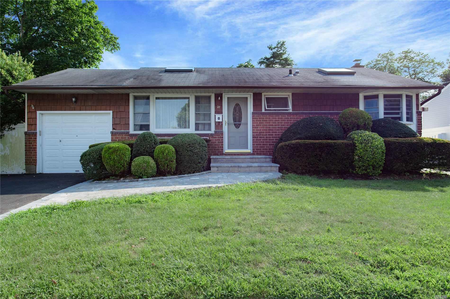 21 Crescent Drive, Old Bethpage, NY 11804 - MLS#: 3155197