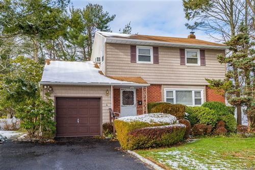 Photo of 4 Laurinda Dr, Commack, NY 11725 (MLS # 3184202)
