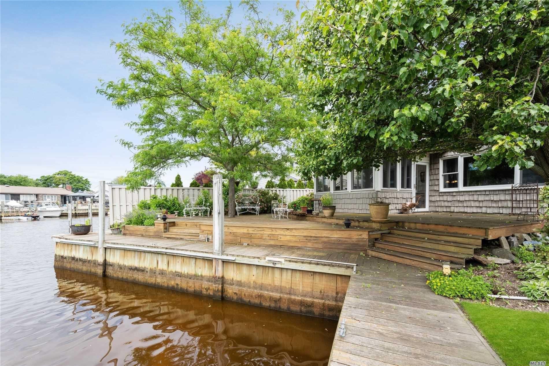 325 Dolphin Ln, West Babylon, NY 11704 - MLS#: 3224205