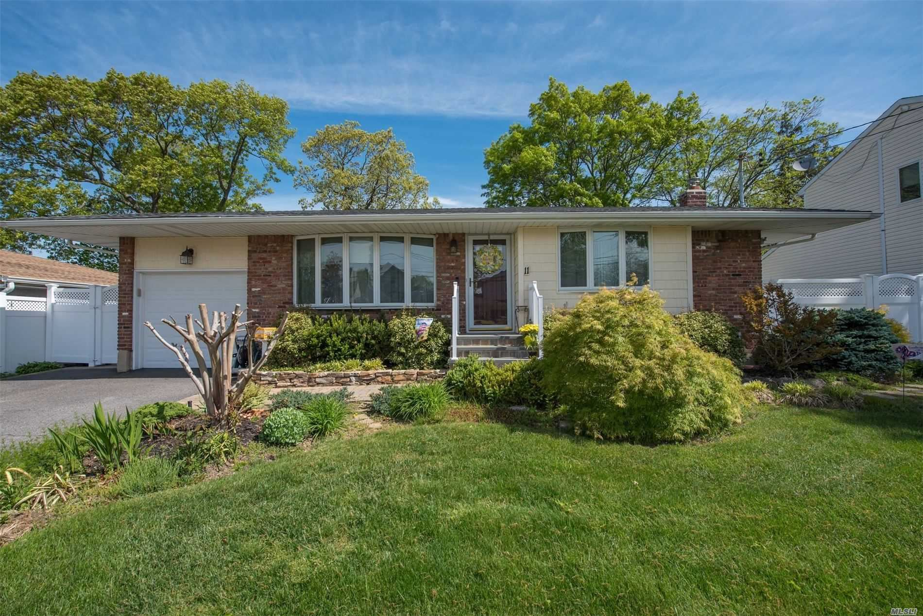 11 8th Ave, Farmingdale, NY 11735 - MLS#: 3217209
