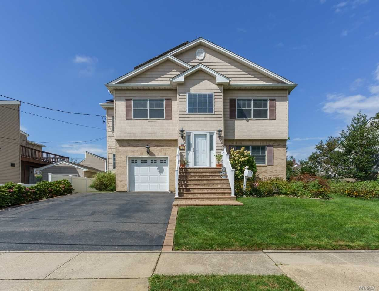Photo of 2469 Army Place, Bellmore, NY 11710 (MLS # 3247211)