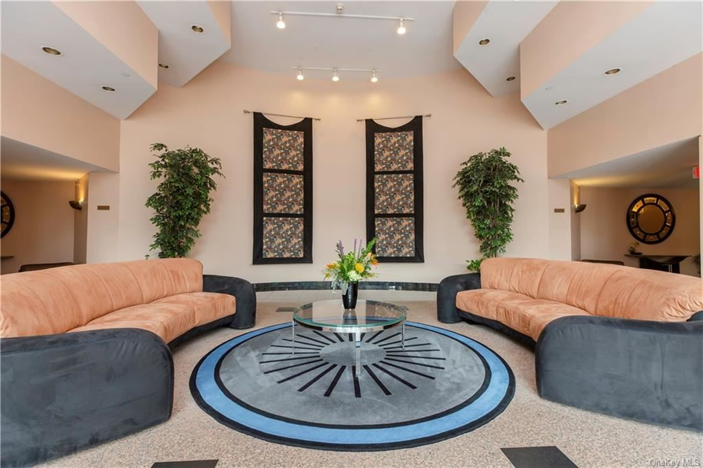 Photo of 10 Stewart Place #4DE, White Plains, NY 10603 (MLS # H6114212)