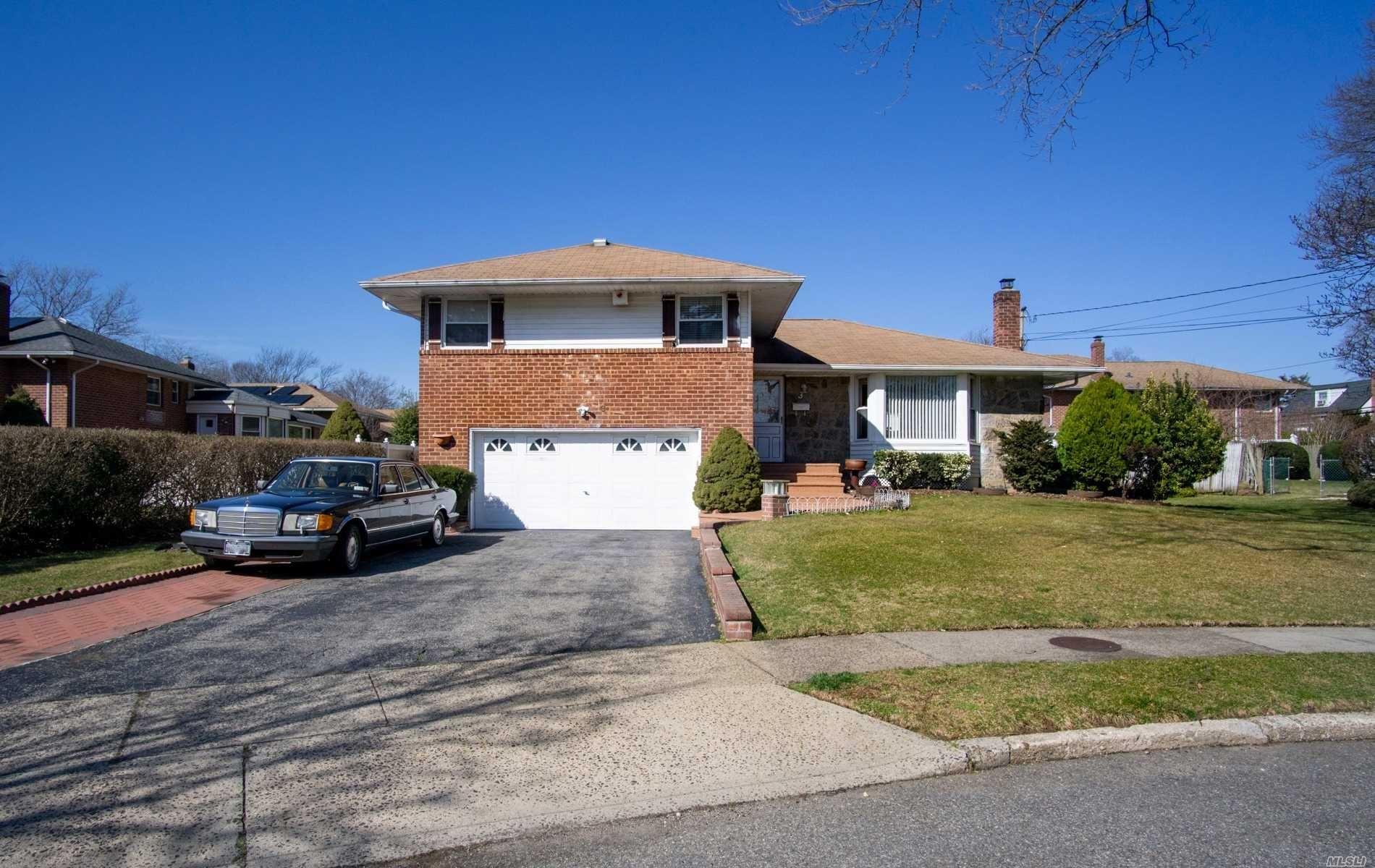 3 Oakdale Drive, Westbury, NY 11590 - MLS#: 3200222
