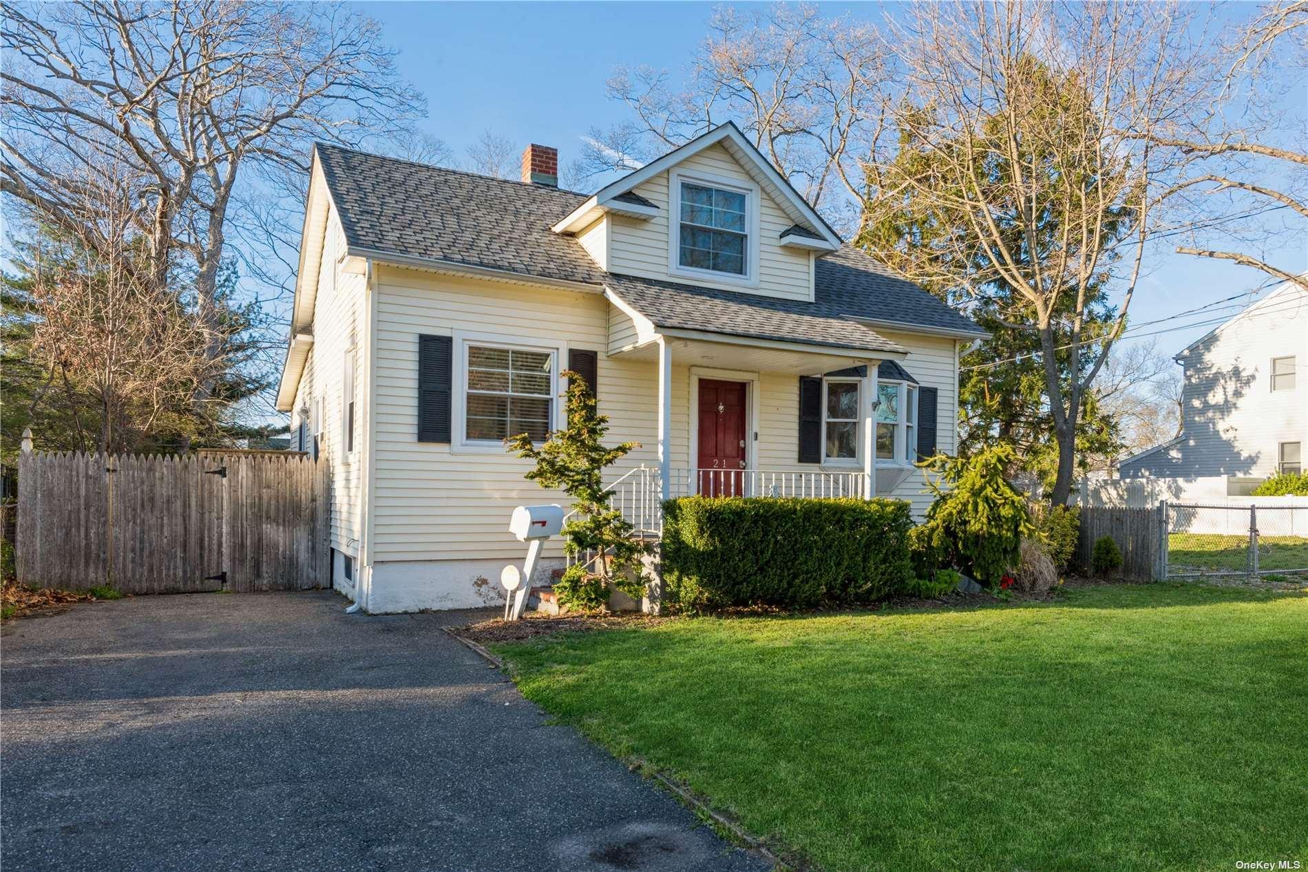 21 Roslyn Street, Islip Terrace, NY 11752 - MLS#: 3301223
