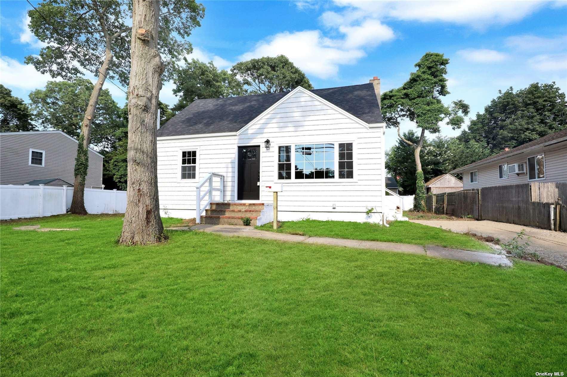 424 Oak Neck Rd Road, West Islip, NY 11795 - MLS#: 3330223