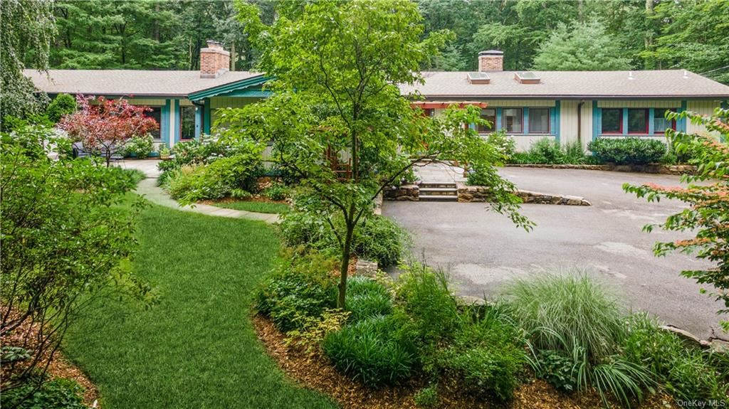Photo for 171 Journeys End Road, South Salem, NY 10590 (MLS # H6128224)