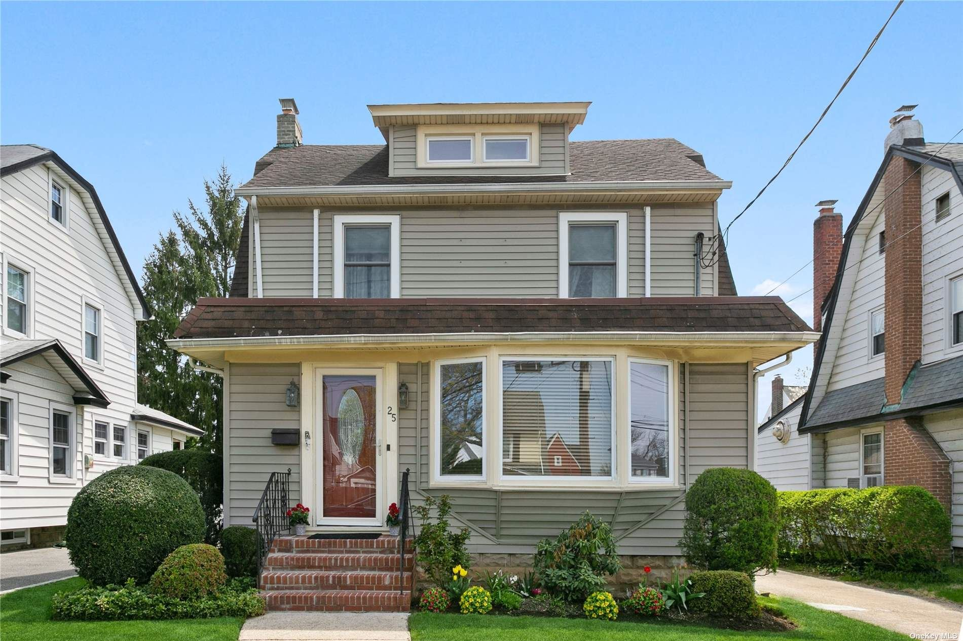 Photo of 25 Tarence Street, Rockville Centre, NY 11570 (MLS # 3306227)
