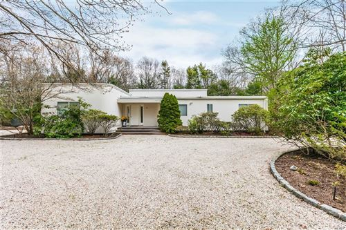 Photo of 8 Deer Path, Quogue, NY 11959 (MLS # 3213230)