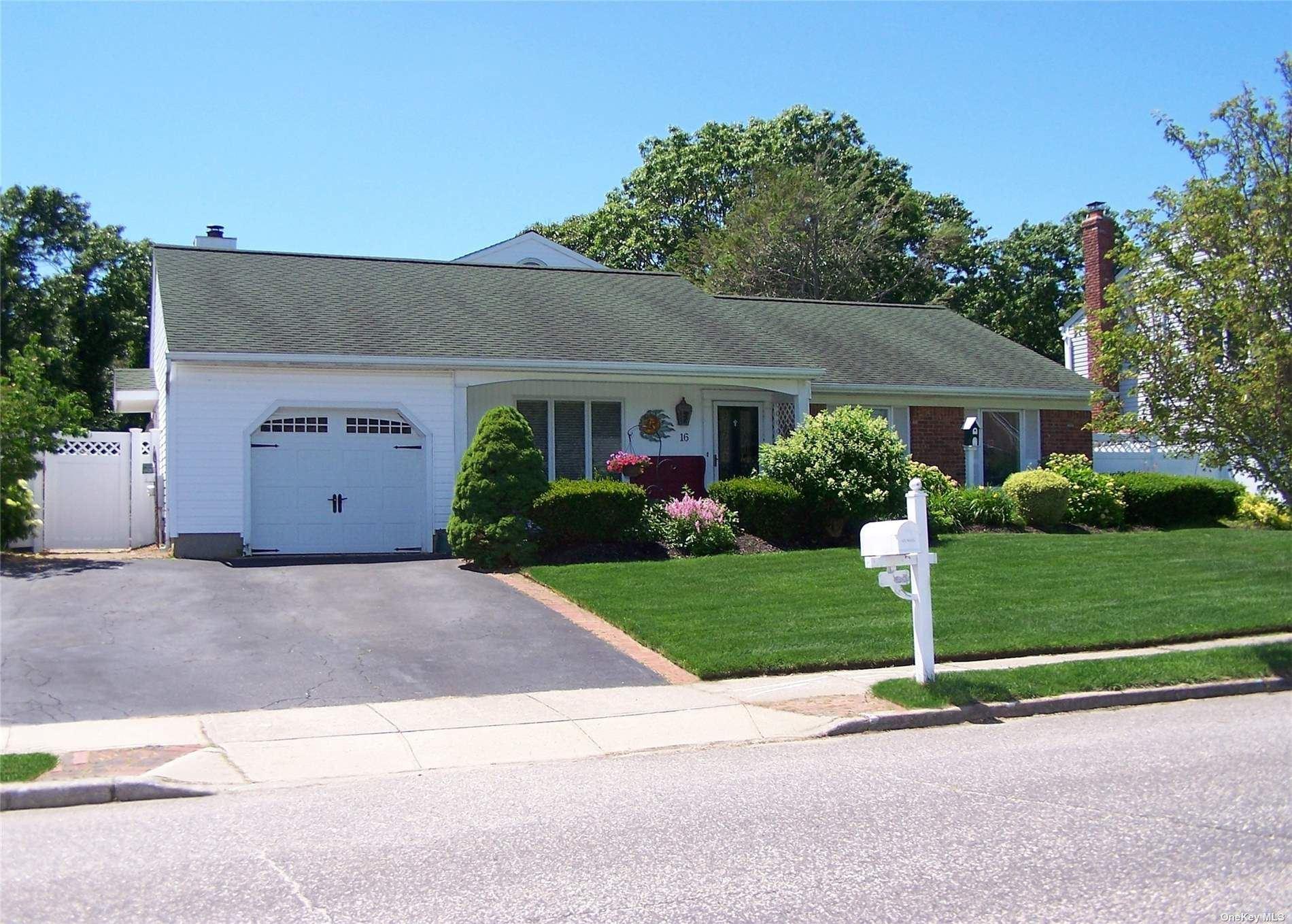 16 Singingwood Drive, Holbrook, NY 11741 - MLS#: 3350231