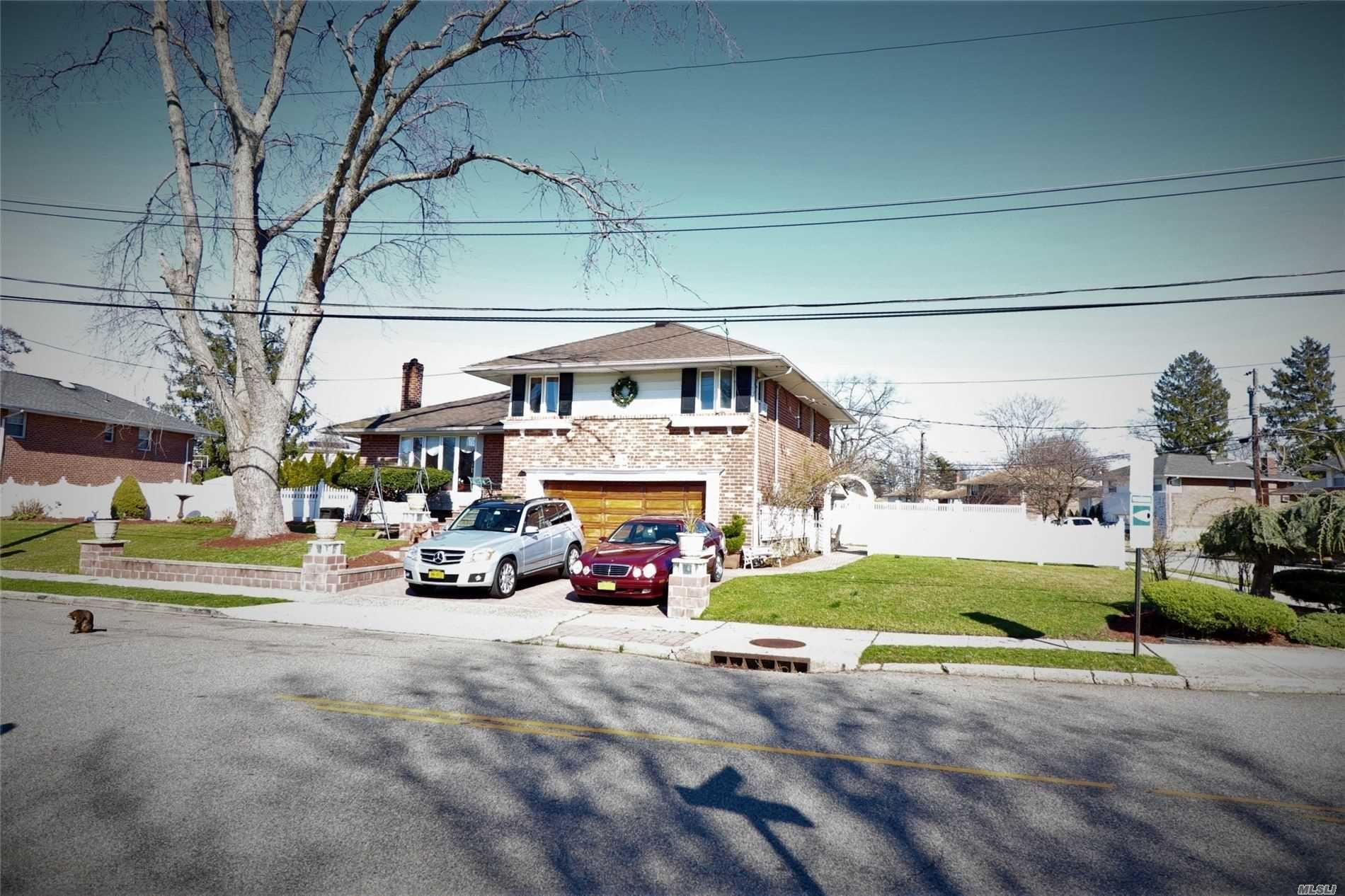 29 Oakdale Drive, Westbury, NY 11590 - MLS#: 3206233