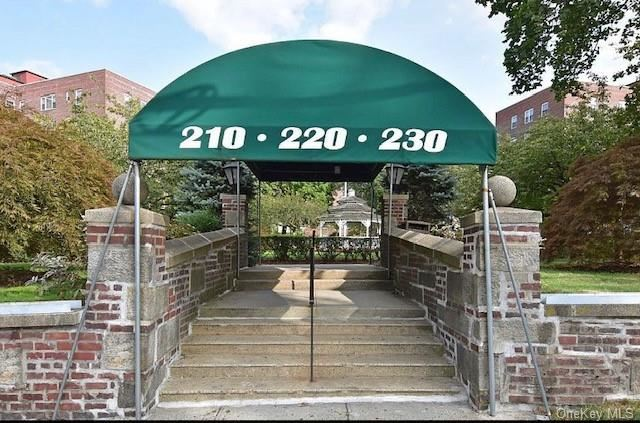 Photo of 210 Pelham Road #5H, New Rochelle, NY 10805 (MLS # H6114235)