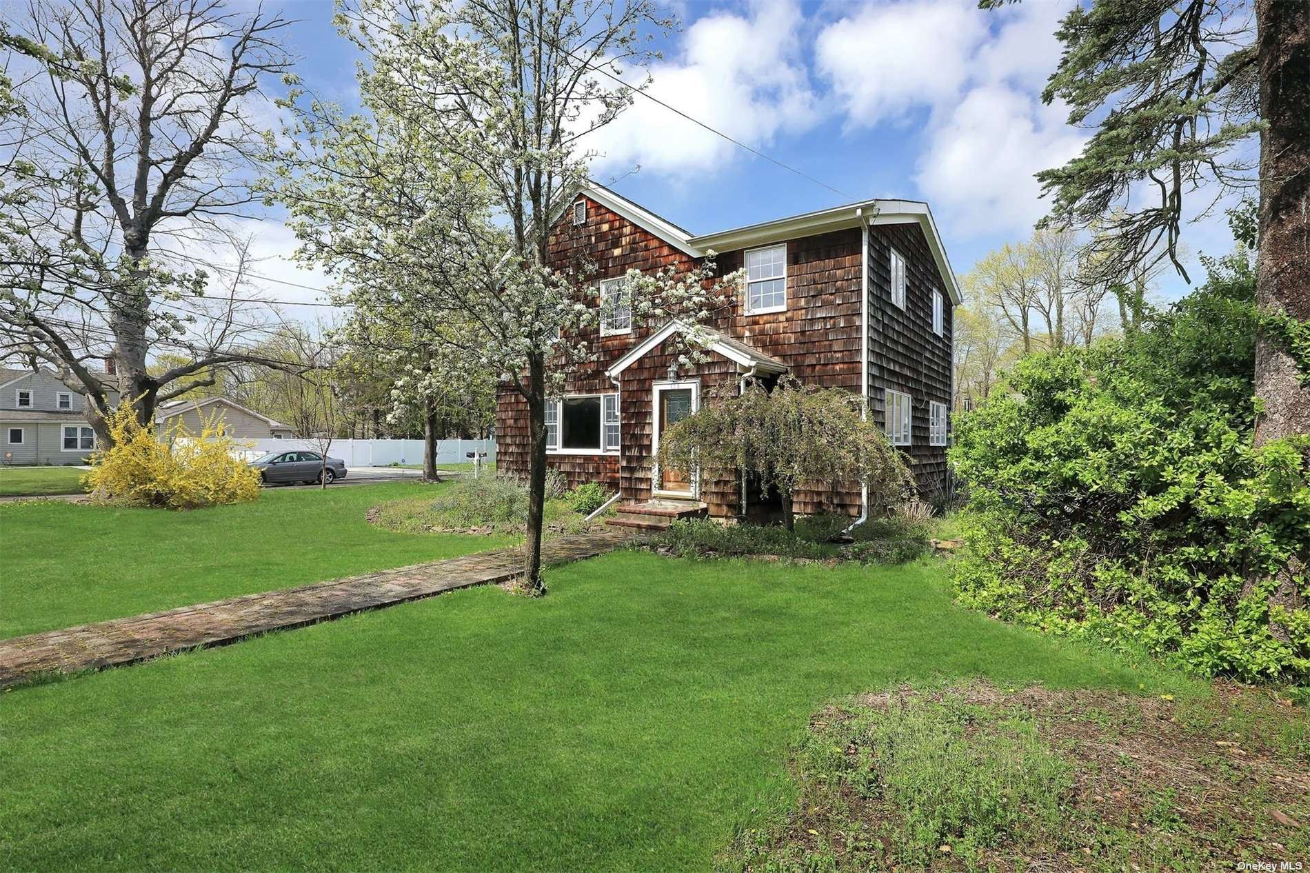 Photo of 599 S Country Road, E. Patchogue, NY 11772 (MLS # 3306236)