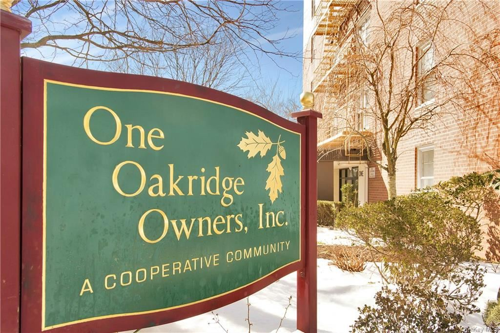 Photo of 1 Oakridge Place #2E, Eastchester, NY 10709 (MLS # H6104243)