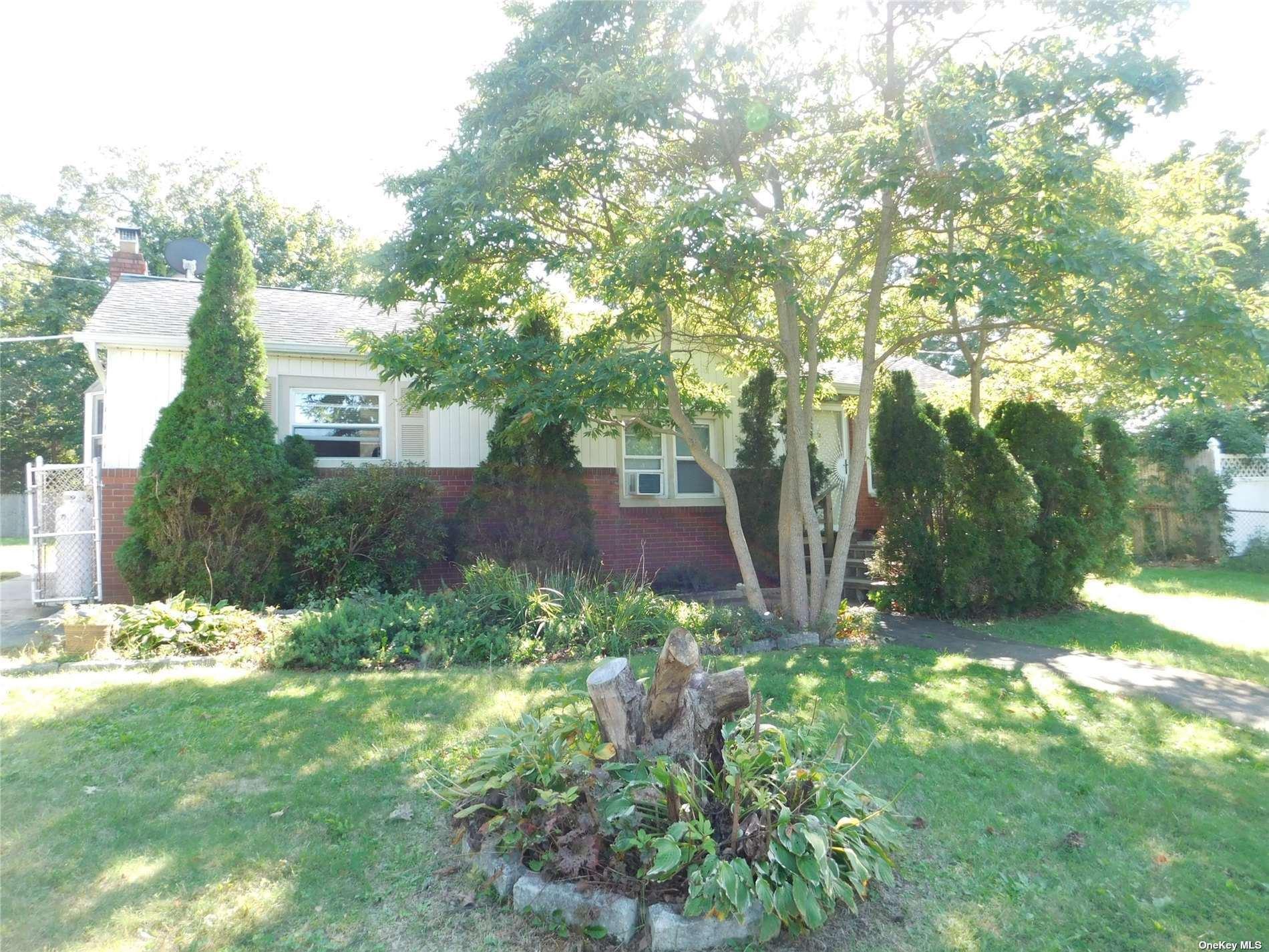 30 Roslyn Avenue, Selden, NY 11784 - #: 3347246