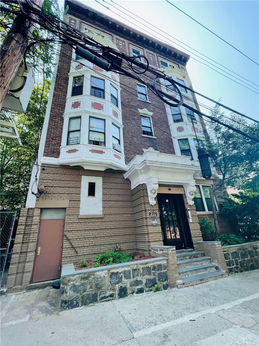 Photo of 312 Woodworth Avenue #2nd Fl, Yonkers, NY 10701 (MLS # 3311248)